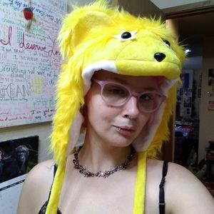Accessories - 4/$20 - Fluffy yellow animal hat